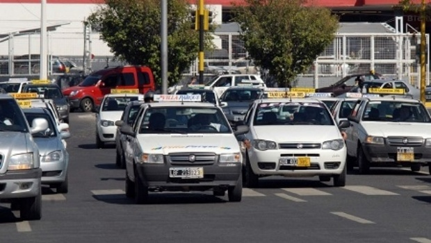 Taxis y remisses piden modificar su tarifa